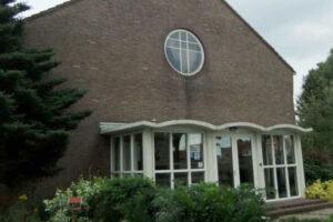 Kerk Het Kruispunt met kosterswoning Bovensmilde