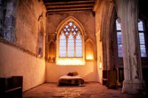 Kamperen in de kerk moet leegstand tegengaan